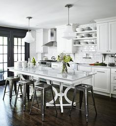 White kitchen open shelving unit kitchens that dare to bare all with shelves . kitchen with open shelving Bistro Kitchen, Eat In Kitchen, Küchen Design, Home Design, Design Trends, Design Ideas, Kitchen Interior, Kitchen Decor, Kitchen Stools