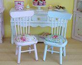 Set de 2 Flores de pulverización Shabby Chic Sillas de cocina para su casa de muñecas