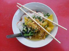Tajska zupa z żółtymi nudlami