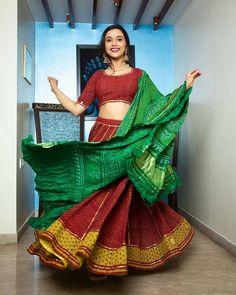 Garba Dress, Navratri Dress, Lehnga Dress, Choli Designs, Sari Blouse Designs, Designer Blouse Patterns, Bollywood Lehenga, Indian Lehenga, Anarkali Lehenga