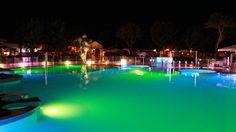La nostra splendida Piscina in notturna! Our Swimmingpoo by nightl! Unser Schwimmbad! #numanablu #numanablucampingvillage #vacanze #holidays #camping #campsite #villaggio #bungalow #campingvillage #numana #Marche #Italy #Italien #destinazionemarche #destinazioneconero
