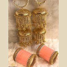 Best dress indian wedding bridal makeup ideas Source by AlexisZrai indian Bridal Bangles, Bridal Jewelry, Wedding Chura, Bridal Chuda, Indian Wedding Jewelry, Indian Bridal, Bridal Outfits, Bridal Dresses, Wedding Dress