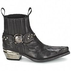 Discover the NEW ROCK collection on Spartoo ► Official Distributor ► Wide variety of sizes and styles ✓ Fast Delivery and competitive prices Custom Cowboy Boots, Cowboy Shoes, Rock Style Men, New Rock Boots, Estilo Country, Mens Boots Fashion, Men's Fashion, Harley Davidson Boots, Low Boots