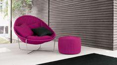 パトリシア・ウルキオラによるデザインの、屋内・屋外兼用パーソナルソファ。ステンレスのフレームにロープ素材をハンドメイドで編みこんでいます。