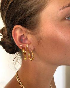 Gold Mini Heart Earrings with Round Cut Diamonds/ Micro Pave Earrings / Heart Shape Diamond Studs/ Minimalist Earrings - Fine Jewelry Ideas Ear Jewelry, Cute Jewelry, Gold Jewelry, Jewelry Accessories, Trendy Jewelry, Simple Jewelry, Jewelry Ideas, Ohrknorpel Piercing, Cute Ear Piercings