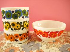 cute pyrex - haven't ever seen this pattern before
