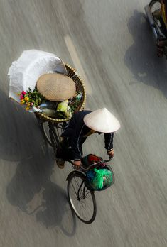 Riding to the market / VN