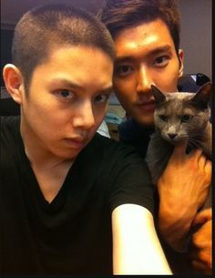 Super Junior's Heechul and Siwon. Heechul's hair matches his cat