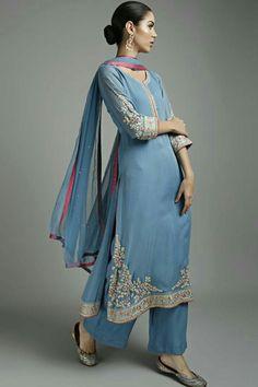 Looking for salwar kameez for women? Indian & Pakistani Salwar Suits Online - Buy Anarkali Suits, Salwar Suits, Churidar Suits, Pants Suits and Palazzo Suits Online. Pakistani Dresses, Indian Dresses, Indian Outfits, Designer Kurtis, Designer Salwar Suits, Indian Attire, Indian Wear, Indian Designer Outfits, Designer Dresses