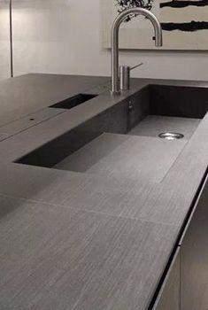 il nome del file è piano-cucina-in-gres-lavello-integrato. Interior Design Kitchen, Kitchen Decor, Toilet Room Decor, E Piano, Concrete Kitchen, Kitchen Cupboards, Kitchen Sink, Contemporary Home Decor, Modern House Design