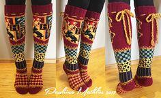 Ravelry: Tylypahka-sukat, Hogwarts socks pattern by Pauliina Mathlin – Vintage Knitting Patterns Tricot Harry Potter, Harry Potter Crochet, Fair Isle Knitting, Knitting Socks, Knitting Patterns Free, Knit Patterns, Canvas Patterns, Hogwarts, Knitting Projects