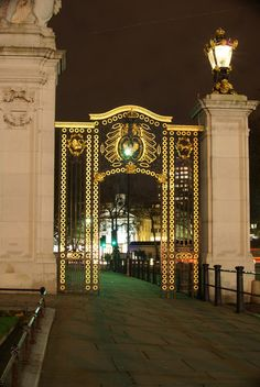 Gateway Opposite Buckingham Palace