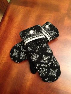 Recycled wool sweater mittens, lined with polar fleece