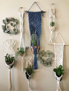 Hottest Totally Free Blue Macrame Plant Hanger on Driftwood for Indoor Houseplants // Wall Hangung Planter Ideas If you have little space for the placement of flowerpots, hanging flowerpots certainly are a good Op Macrame Plant Hanger Patterns, Macrame Wall Hanging Patterns, Macrame Plant Holder, Macrame Plant Hangers, Free Macrame Patterns, Macrame Hanging Planter, Diy Plant Hanger, Modern Macrame, Micro Macrame