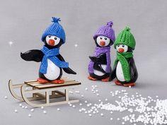 Le magazine Créative vous présente un tutoriel pour réaliser la famille pingouin en pâte polymère, élément déco rigolo pour Noël !