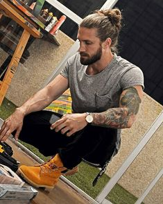 Advice On Buying Fashionable Stylish Clothes – Clothing Looks Beard Styles For Men, Hair And Beard Styles, Long Hair Styles, Long Hair Beard, Curly Hair Men, Long Hair Guys, Man Bun Hairstyles, Look Man, Rugged Men