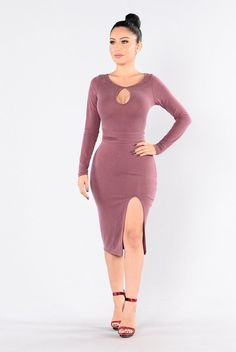 - Available in Plum - Keyhole Front - Front Slit - Midi Length - Waist Tie - 73% Modal, 27% Polyester