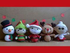 Ravelry: Christmas Big Heads Figures pattern by Es un Mundo Amigurumi Christmas Crochet Patterns, Christmas Knitting, Crochet Patterns Amigurumi, Crochet Dolls, Crochet Winter, Holiday Crochet, Christmas Ornament Sets, Christmas Crafts, Christmas Sale