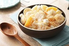 Bananas, pineapple, oranges and marshmallows are mixed with creamy MIRACLE WHIP and sour cream, then served with a sprinkle of coconut for a classic fruit salad. Side Salad Recipes, Fruit Salad Recipes, Dinner Recipes, Fruit Salads, Hawaiian Fruit Salad, Pineapple Salad, Pineapple Cake, Pineapple Upside, Sin Gluten