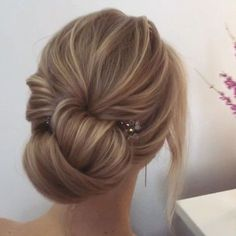 Beautiful updo wedding hairstyle | fabmood.com #hairstyle #chignon #weddinghairstyle #updoideas #bridehair #braidupdo #weddinghairstyles