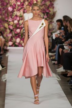 Collection // Oscar de la Renta, New York, Summer 2015 RTW // Photo 2 // // Parades FFW