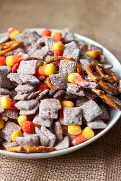 Fall-Friendly Snack Mix | 23 Fun And Festive Thanksgiving Desserts That Kids Will Love