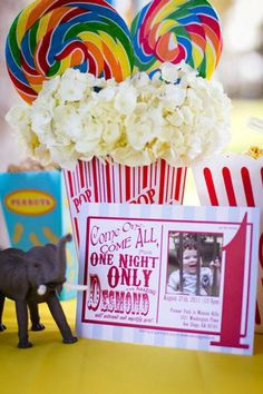 Circus Party simple and cute centerpieces idea: popcorn container, hydrangeas & swirl lollipops