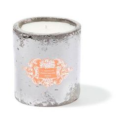 L'Eté L'Artisan Candle | L'Été takes you to the Grasse hinterland when nature is at its most resplendent. Flowers are in full bloom and flood the surrounding countryside with their wonderfully captivating scents. This new scented candle bursts with sparkling notes of neroli and lemon, and above all, jasmine, which fills the winding streets of Grasse in summer, spreading its soft, warming scent. Finally, it leaves us with a hint of Provençal honey, reminiscent of sunny days.