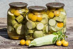 Изобилие солений составляет немалую часть зимних припасов. Кто-то любит овощные заготовки из огурцов и помидор, а кому-то по душе соленья из кабачков. Молодые сладкие кабачки на зиму можно приготовить по-разному. Предлагаем несколько интересных рецептов для начинающих кулинаров и опытных хозяек.