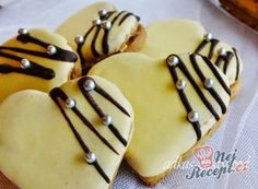 Nut hearts with egg yolk glaze - Kekse - Cinnamon Cream Cheese Frosting, Cinnamon Cream Cheeses, Christmas Sweets, Christmas Baking, Mini Tortillas, Czech Recipes, Easy Smoothie Recipes, Pudding Desserts, Pumpkin Spice Cupcakes