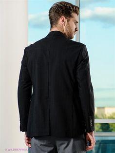 Мужчина со спины в пиджаке