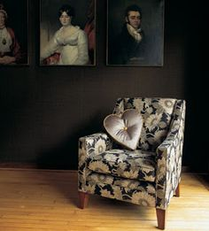 Draperiet på Høvik i Bærum fører tapet og stoffer fra Mulberry Home. Mulberry Home, Country House Interior, Tub Chair, Accent Chairs, House Interiors, January, Furniture, Lifestyle, Design