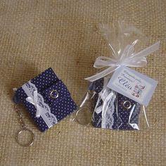 Chaveiro com bloquinho post it, com capa em cartonagem e revestido com tecido 100% algodão.  Decorado com rendinha e fita em tom contrastante com o tecido.  Fecho com botão de pressão.  A corrente do chaveiro é decorada com missanga no mesmo tom do tecido.  Opção: - embalagem saquinho celofane + fita: R$ 0,70/cada - Tag de agradecimento de 4x3cm com mensagem personalizada: R$ 0,35/cada  Pedido mínimo: 12 unidades.  Desconto para pedidos acima de 24 unidades.  Uma bela opção de lembrancinha…