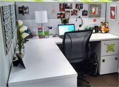 If you have often dreaded going to work and staring at the sterile white walls of your cubicle each day, … Office Cubical Decor, Work Desk Decor, Office Cubicles, Office Spaces, Office Ideas, Chic Cubicle Decor, Cubicle Ideas, Office Cubicle Decorations, Cubicle Organization