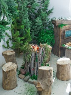 Photography : Shannon Von Eschen Read More on SMP: http://www.stylemepretty.com/living/2016/01/04/smores-filled-forest-birthday-party/