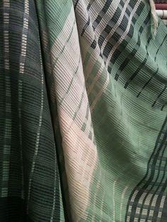 Xale para sofá Sankara ou pezeira de cama em fio de algodão penteado e sobreposição de fios. Lindão!