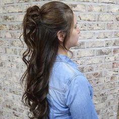 10 Gorgeous Half Up Wedding Hair Ideas, Looking for the gorgeous half up wedding hair ideas? Here we have gathered best 10 half up wedding hair ideas for your special day. We hope this p. Box Braids Hairstyles, Try On Hairstyles, Braided Hairstyles For Wedding, Elegant Hairstyles, Straight Hairstyles, Photomontage, Half Up Curls, Half Bun, Bridesmade Hair