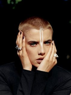 Cut Femme Fatales Here's Agyness Deyn rocking a shaved head. Would you embrace the androgynous look by cutting your hair right off?Here's Agyness Deyn rocking a shaved head. Would you embrace the androgynous look by cutting your hair right off? Shaved Pixie Cut, Agyness Deyn, Androgynous Look, Androgynous Makeup, Bald Women, Hair Inspo, Makeup Inspiration, Character Inspiration, Your Hair
