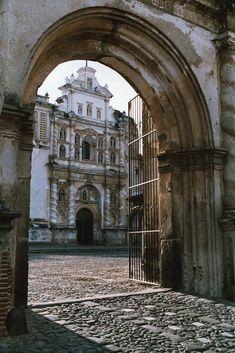 Puerta de acceso a San Francisco el Grande, Antigua Guatemala