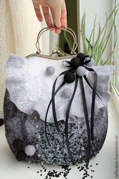 images attach b 4 103 622 Fabric Handbags, Purses And Handbags, Frame Purse, Felt Purse, Beaded Clutch, Handmade Purses, Unique Bags, Basket Bag, Vintage Purses