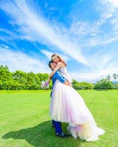 新郎新婦が抱きしめあう『前向き抱っこフォト』の撮り方について | marry[マリー]