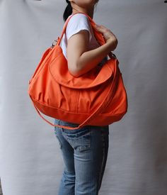 So in love with this orange purse from Etsy. It's bright and huge and that's why I love it!