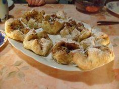 Apfeltaschen, Apfelmus und getrocknete Apfelringe