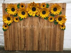 10 Stunning Sunflower Party Design Ideas For Your Wedding Reception Dekoration Sunflower Birthday Parties, Sunflower Party, Sunflower Baby Showers, Sunflower Weddings, Sunflower Wedding Flowers, Sunflower Wedding Centerpieces, Sunflower Crafts, Masha Et Mishka, Paper Sunflowers