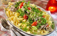 Vi gillar när maten är både lätt- och snabblagad! Här får du recept på en himmelskt god lövbiffsgryta som får smak av senap och persilja och serveras med pasta.