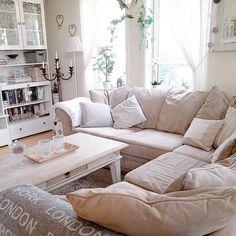 #soffhörna #hörnsoffa #vardagsrum #söndag #livingroom #sofa #myhome #sunday #interiorandhome #homeandliving #cosyinterior #mitthem #mitthjem #beigeandwhite #ljusahem #whiteandwood #countryinteriors #farmhouseinteriors #farmhousestyle #mystyle #loveinterior #nordisklantstil#passion4interior#interior4you1#interior125