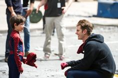 Insanely Adorable Photos Of Andrew Garfield Hanging Out With A Mini Spiderman - BuzzFeed Mobile