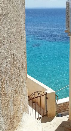 Isola di Levanzo - scorcio del mare dal paese | da Lorenzo Sturiale