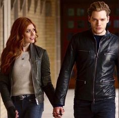 Shadowhunters Tv Series, Shadowhunters The Mortal Instruments, Shadow Hunters Cast, Clary Et Jace, Crush Movie, Gallagher Girls, Dominic Sherwood, Cassandra Clare Books, Jace Wayland