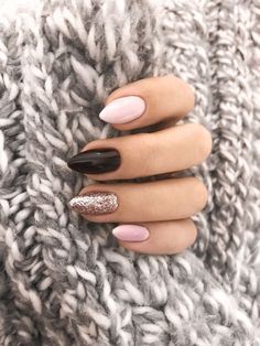 68 Trendy Nail Art Designs to Inspire Your Winter Mood- 68 Trendy Nail Art Designs to Inspire Your Winter Mood winter nails; red and gold nail art designs. Red And Gold Nails, Gold Nail Art, Red Gold, Pink Black Nails, Black Glitter, Classy Nail Designs, New Nail Designs, Winter Nail Designs, Nagellack Trends